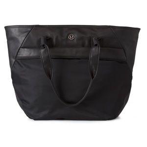 USED Lululemon Black Everything Bag Wipes Clean
